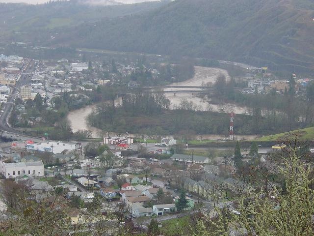 Roseburg, OR: This is looking down from Rocky Ridge right at the center of town.