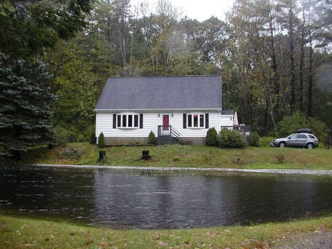 Dudley, MA : House in Dudley
