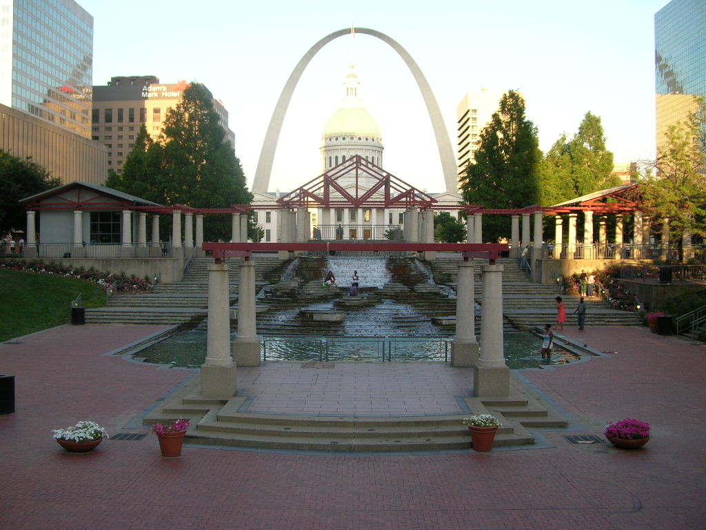 St. Louis, MO : The Arch viewed past downtown gathering place
