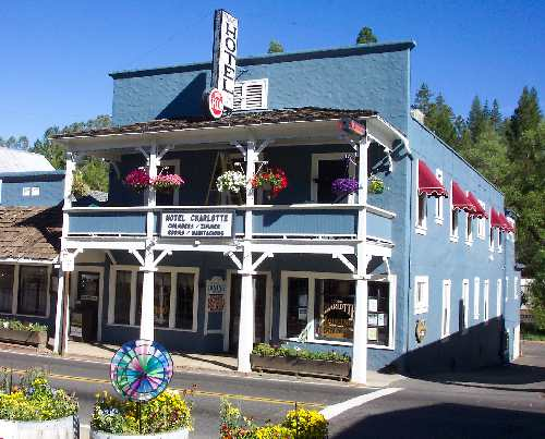 Groveland-Big Oak Flat, CA : The Hotel Charlotte, smack dab in the center of Groveland
