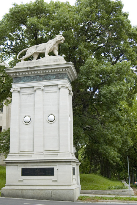 University City, MO: Lion statue at west end of the Delmar Loop