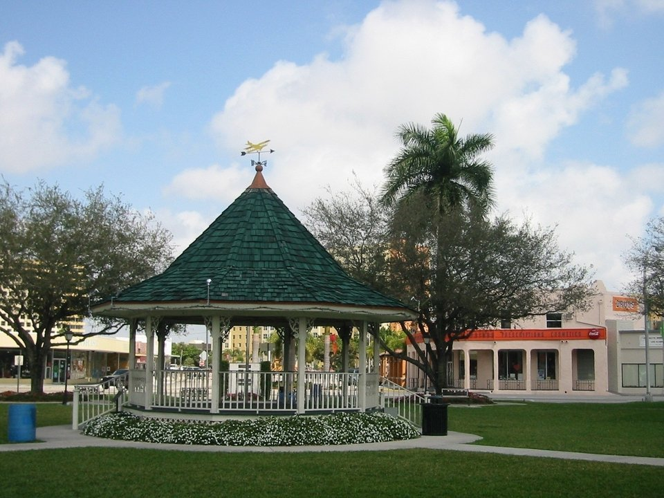 Miami Springs, FL: The Gazebo on the Circle