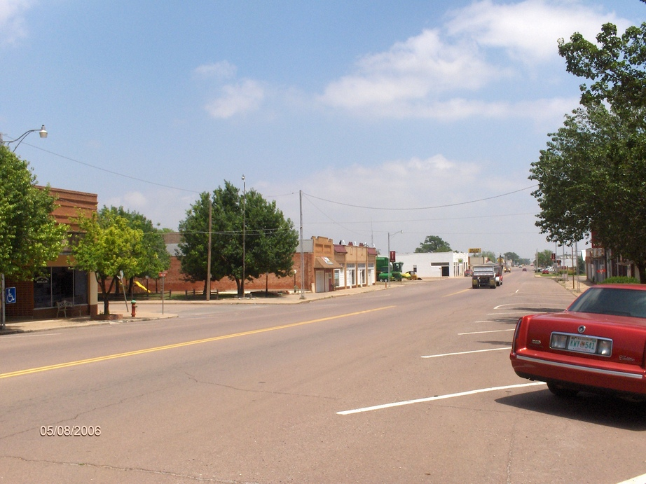 Hollis, OK : picture of street shops - street 1