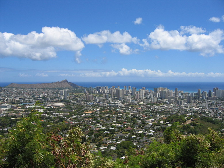 Honolulu, HI : Viewing Diamond Head & Waikiki from Roundtop, Honolulu