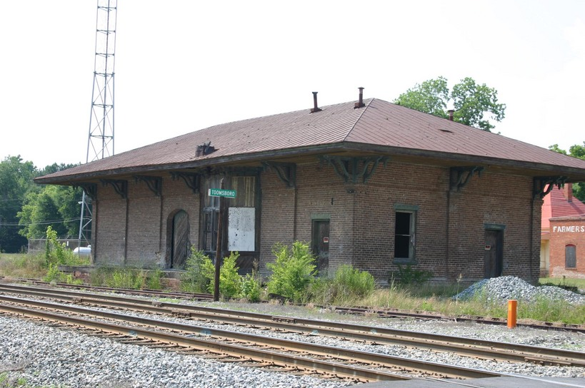 Toomsboro, GA : Vacant Railroad Depot Building