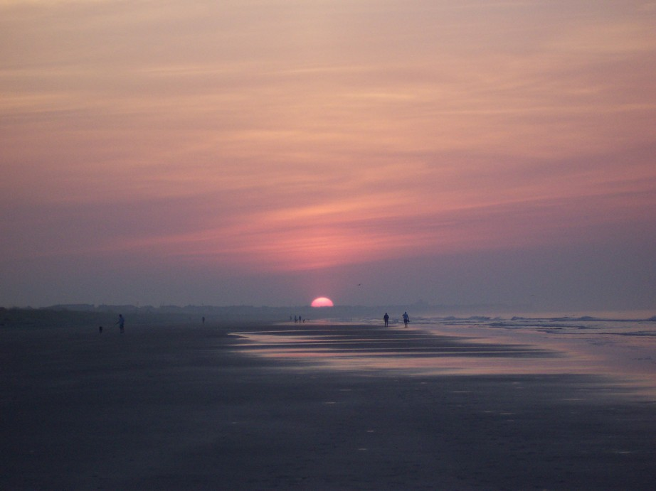 Isle of Palms, SC : The sun just peaking out. Isle of Palms Beach