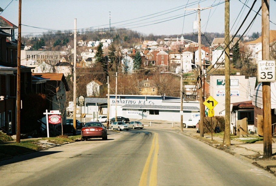 Jeannette, PA : Lowry Avenue entrance to city
