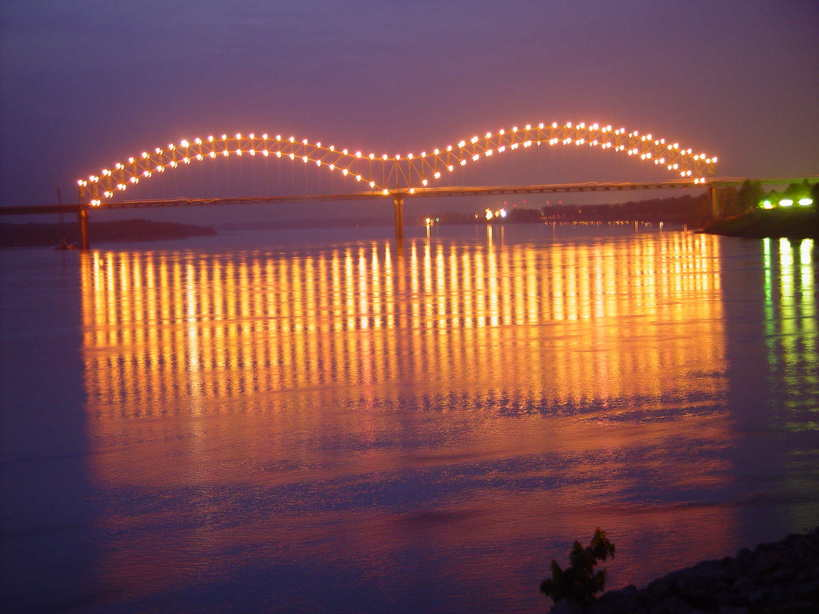 Memphis, TN: Bridge over Mississippi River in downtown Memphis