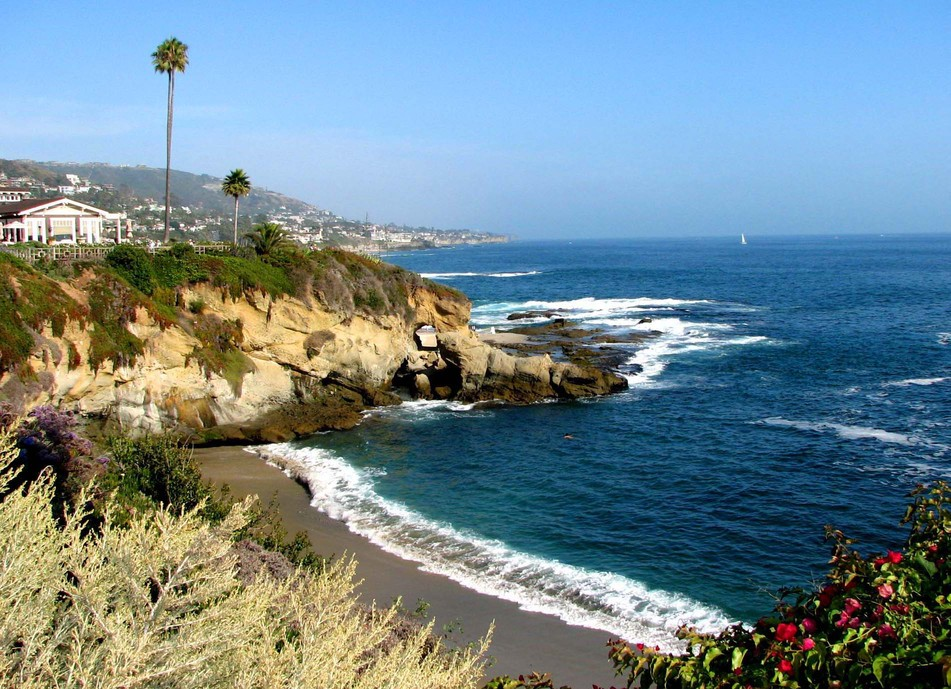Laguna Beach, CA : Laguna Coastline - Wouldn't you love to wake up to this view?