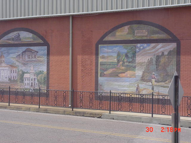 Batesville, MS : Across the tracks-downtown building art