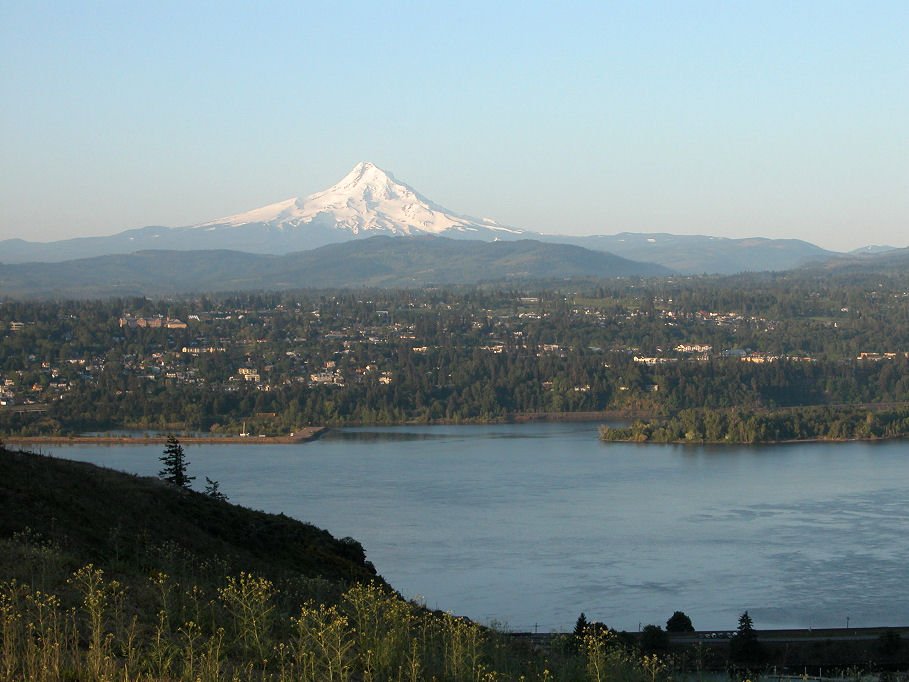 White Salmon, WA : View from White Salmon toward Hood River