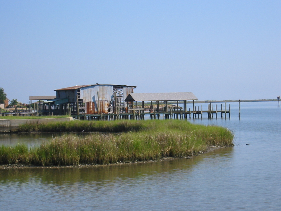 Poquoson, VA : Shanty and pier near York Haven Marina