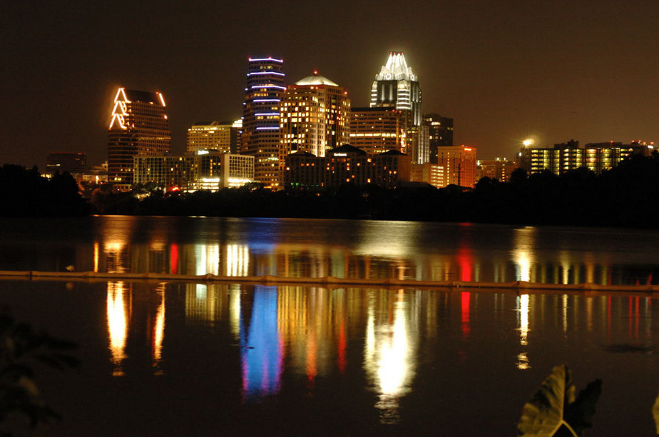Austin, TX : Austin Town Lake Night Time Skyline