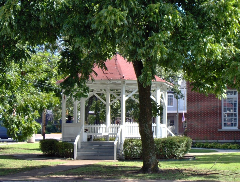 Holly Springs, MS : Holly Springs Court House Gazebo