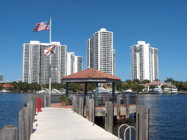 Aventura, FL : The Waterways Marina 37th Ave @ NE 207th Street