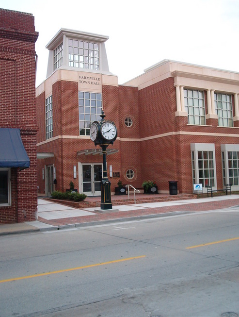 Farmville, VA : The new Town Hall and clock on Main Street
