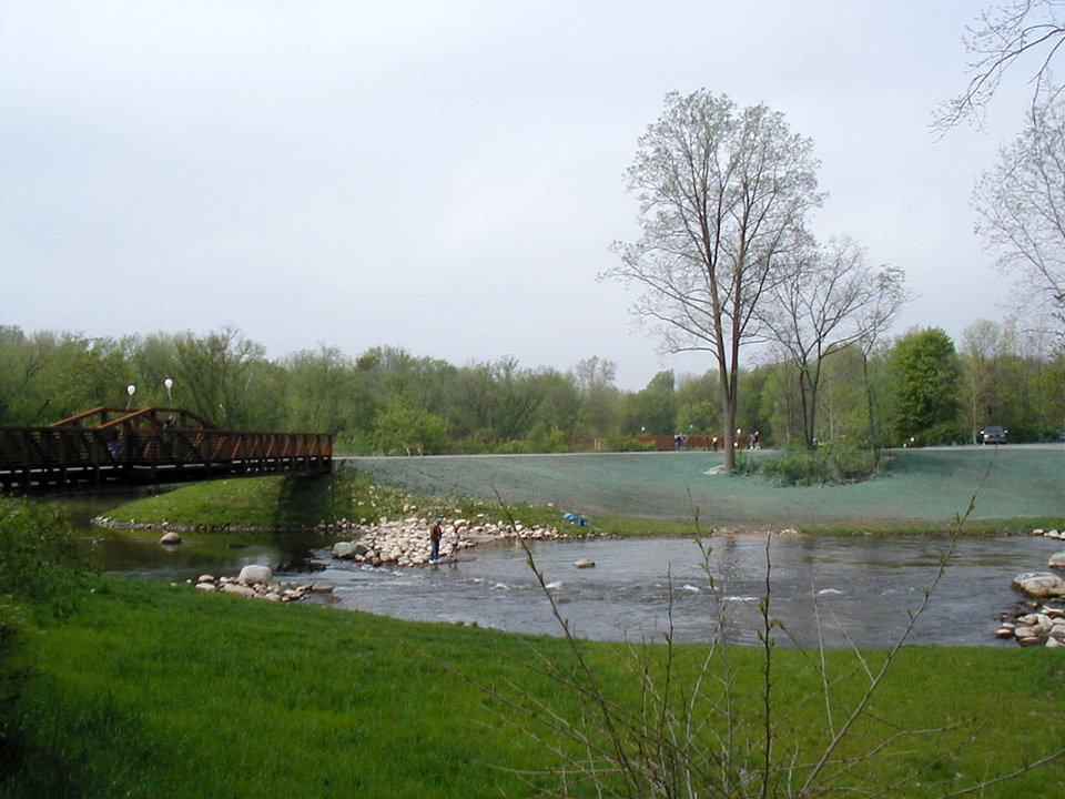 Mount Pleasant, MI : Millpond Park in center of Mt. Pleasant, with walking paths and river fishing access.
