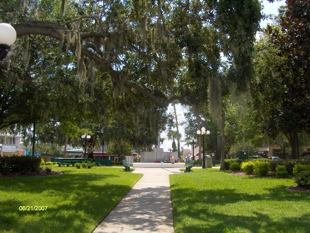 Sebring, FL : The Circle in Historic Downtown Sebring.