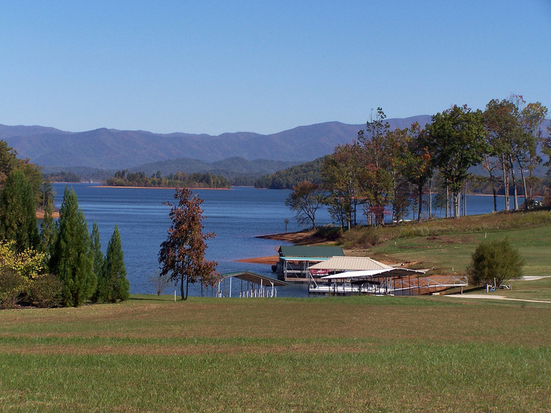Hiawassee, GA: Lovely Lake Chatuge in October