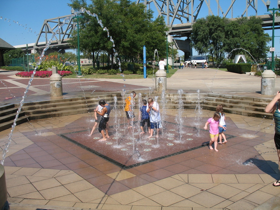 Peoria, IL : river front fountain