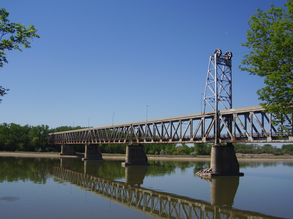 Yankton, SD : Meridian Bridge, Yankton SD - 1,668 ft - Dedicated in 1924