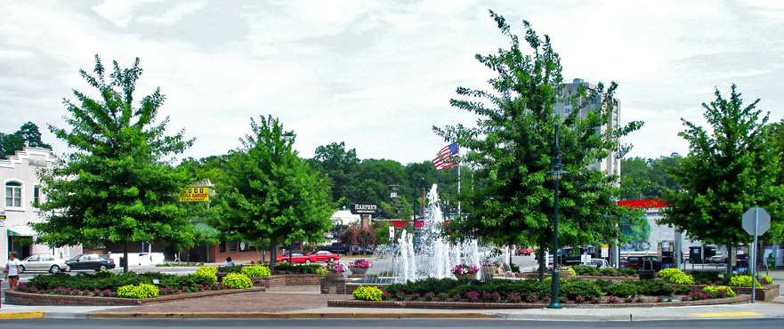 Columbia, SC : Five Points Fountain in the Five Points village