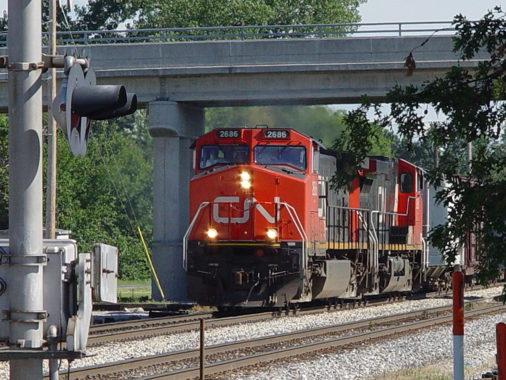 Du Quoin, IL: CN 2686 arriving at Du Quoin, Illinois