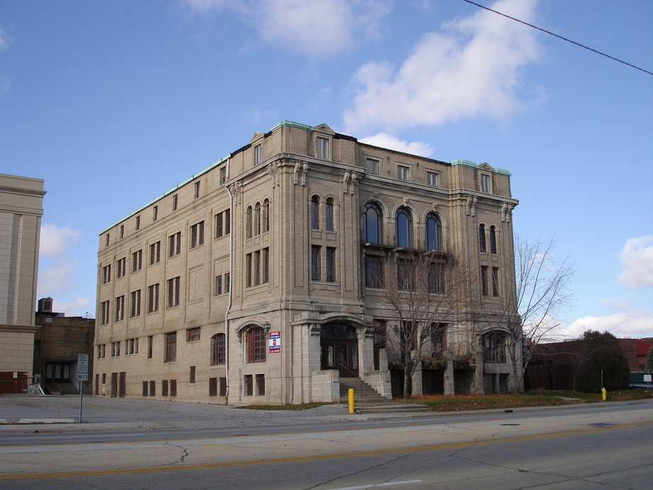 Waukegan, IL : Historic Manosic Temple Built in 1920