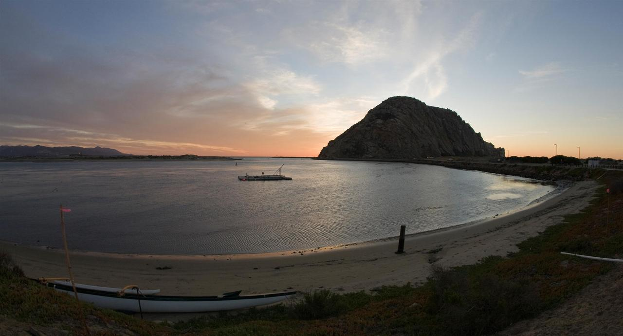 Morro Bay, CA : Morro Rock of Morro Bay, CA as seen from Coleman Beach