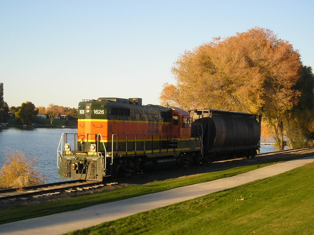 Moses Lake, WA : Train-Downtown Moses Lake along Lake