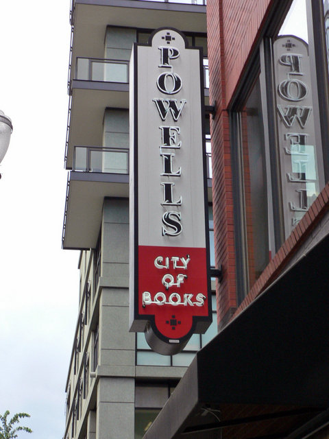 Portland, OR : Powell's City of Books - The Largest Used Bookstore in the World
