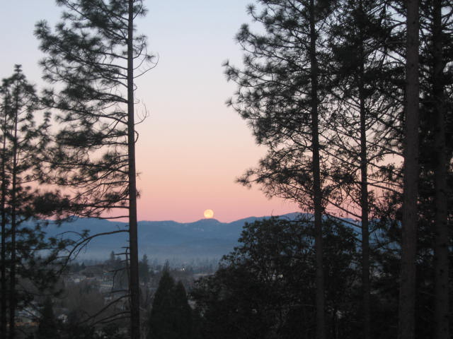 Grants Pass, OR : Sun setting in Grants Pass , Oregon
