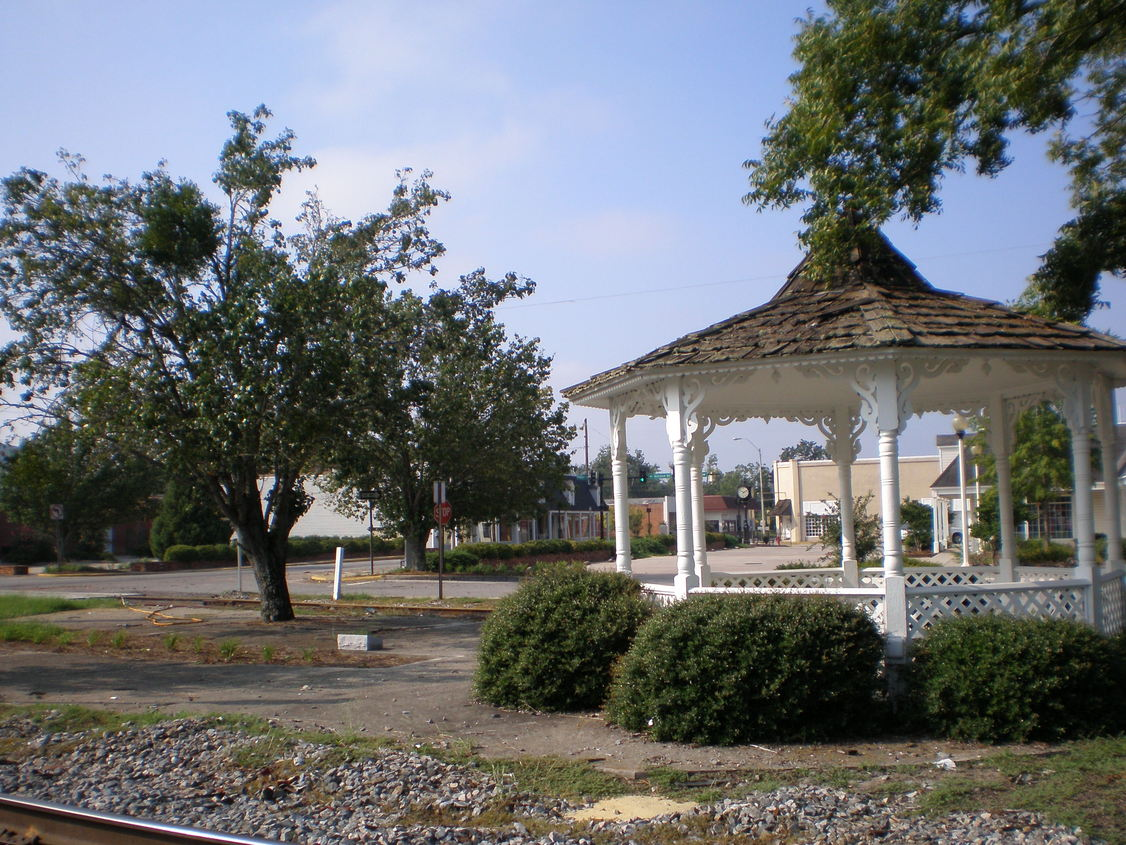 Hazlehurst, GA : Gazeebo by railroad track in downtown Hazlehurst, Ga.