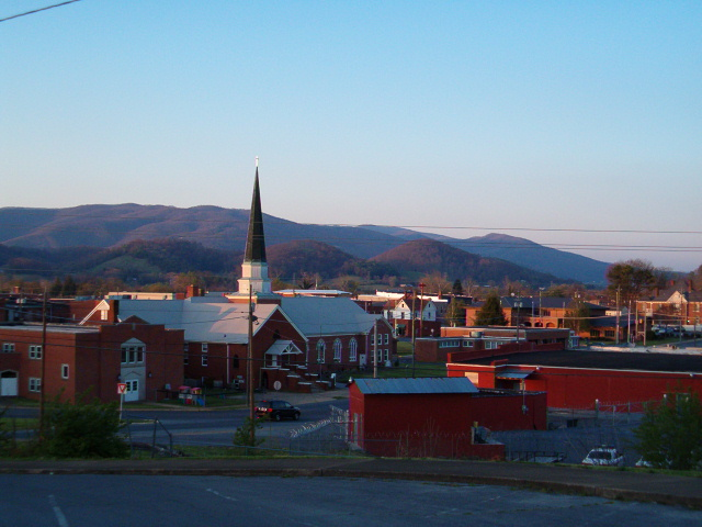 Elizabethton, TN : Downtown and Holston Mtn. in late evening