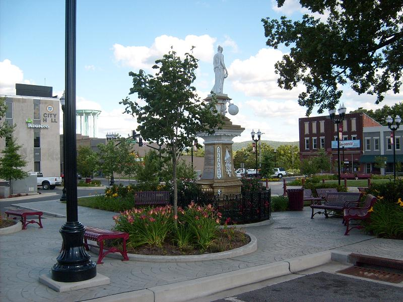 McMinnville, TN : COURTYARD MIDDLE OF TOWN..WITH WATER TOWER AND SURROUNDING BUILDINGS