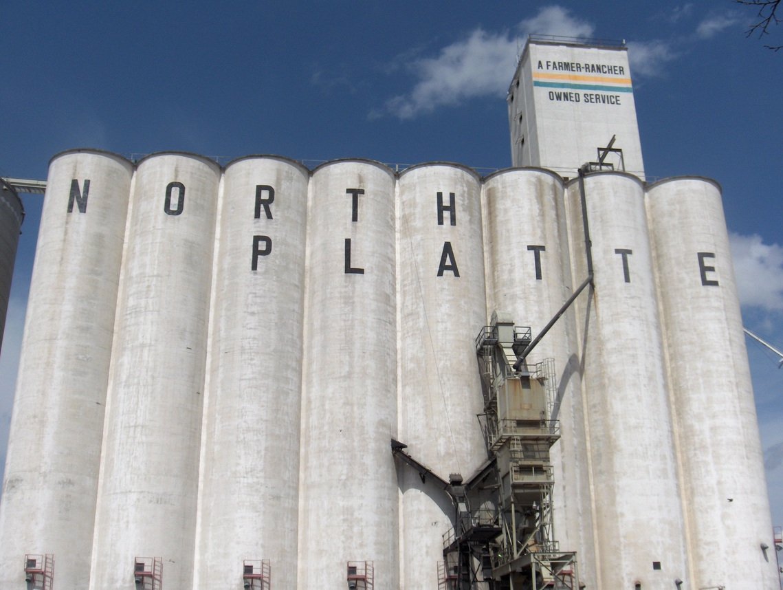 North Platte, NE : Landmark grain silo