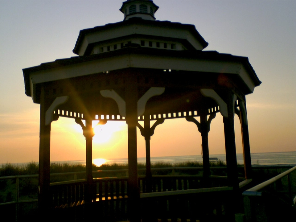 Bradley Beach, NJ : gazebo in bradley beach just at sun rise