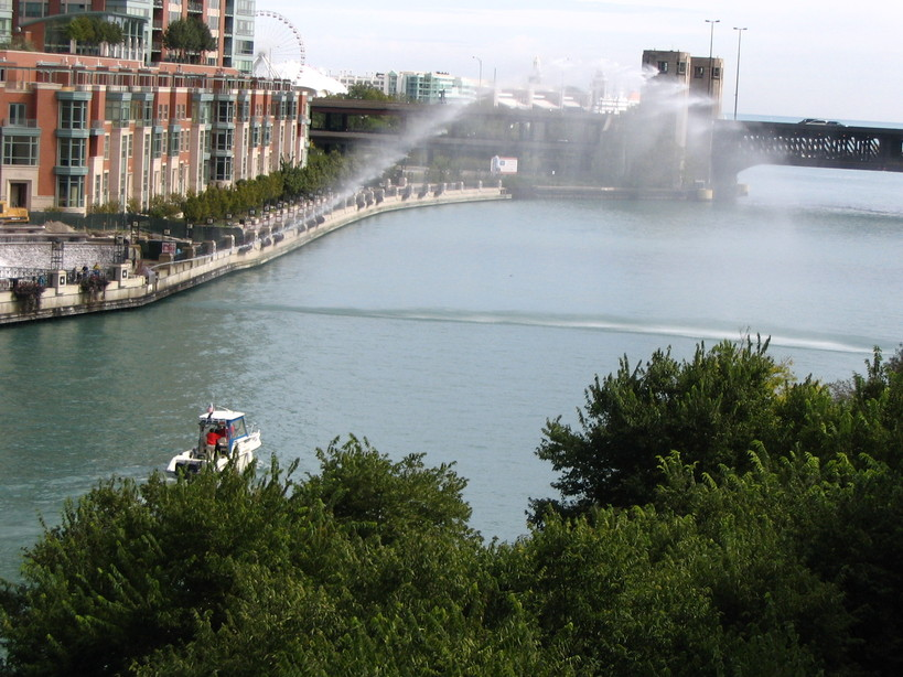 Chicago, IL : The Chicago River, towards Navy Pier