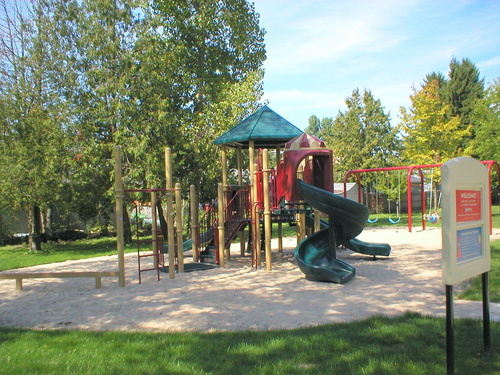 Au Gres, MI : City playground and park on Michigan Avenue.