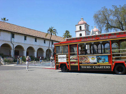 Santa Barbara, CA : Outside mission Santa Barbara!