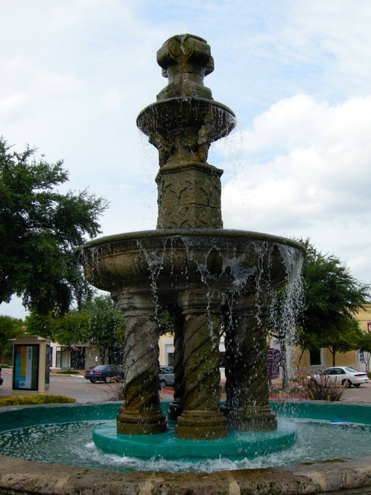 Addison, TX : Fountain at Village on the Parkway, Addison, Texas