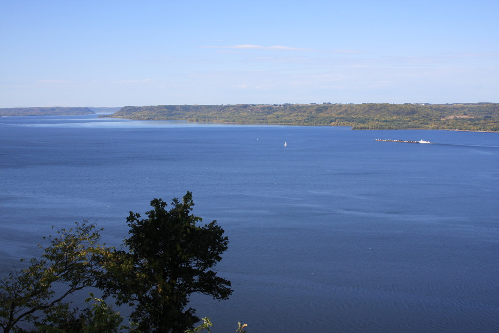 Lake City, MN : Eagle's view of Lake Pepin