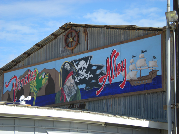 Bombay Beach, CA : Pirates Alley, Bombay Beach CA