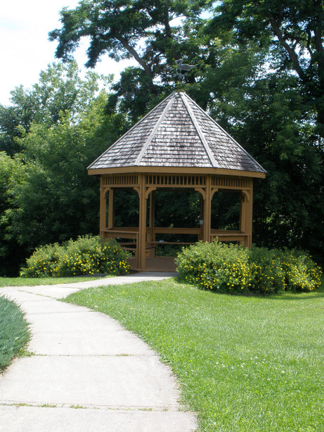 Plattsburgh, NY : Gazebo by Lake Champlain