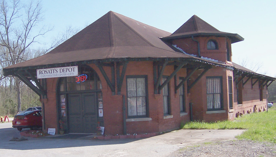 Warner Robins, GA : Rosati's Depot is a 1912 train station that has been restored and turned into a Welcome Center, Gift Shop, and Sandwich Shop
