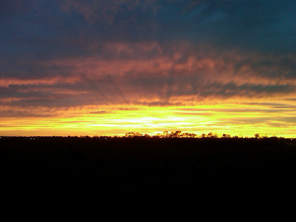 Urbana, IL : Sunset in Urbana Illinois. Picture taken just south of Windsor road, South of the Vet School