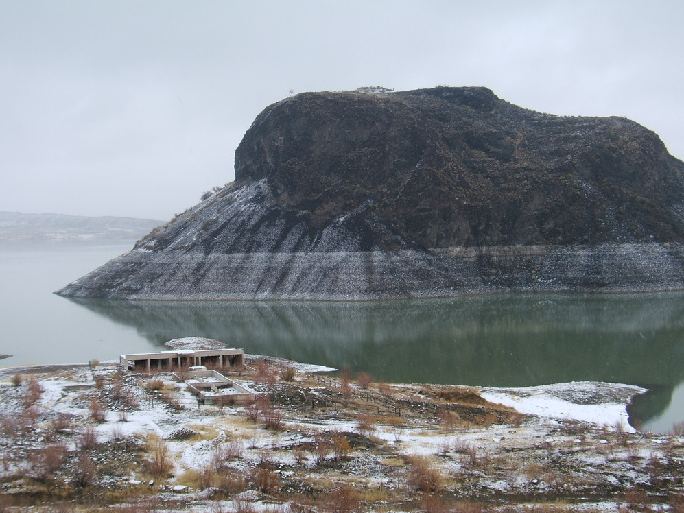 Elephant Butte, NM : Elephant Butte Island at Elephant Butte Lake in snow, Dec 09