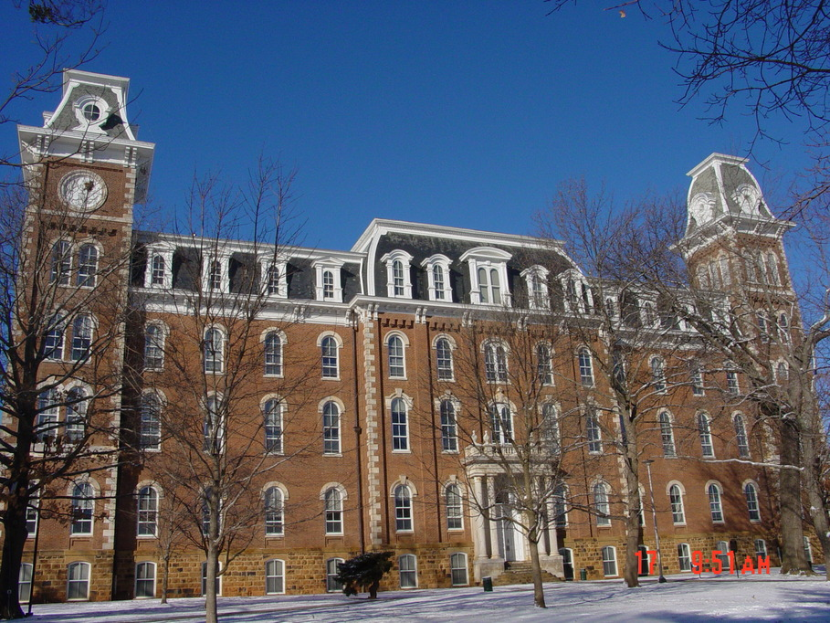 Fayetteville, AR : The Old Main building of UARK was constructed between 1873 and 1875.