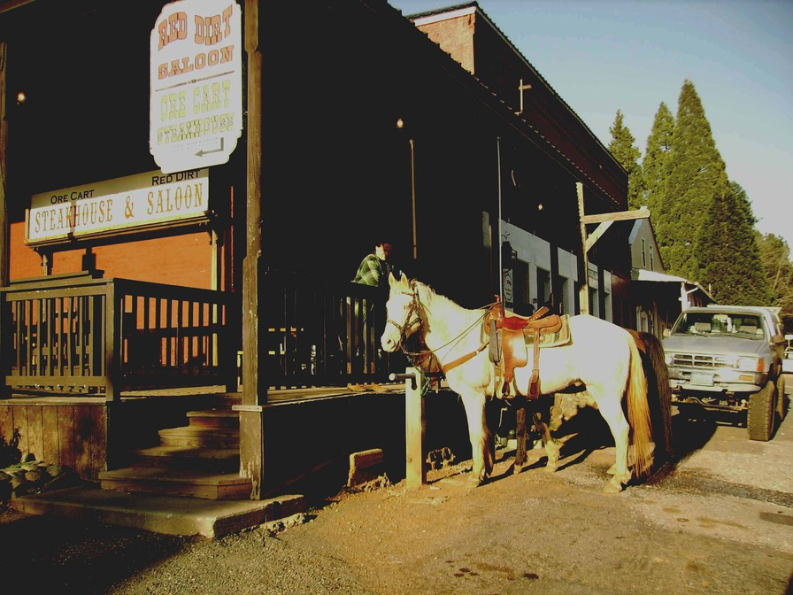 Foresthill, CA : Can still ride into town for a cold one at the Red Dirt Saloon