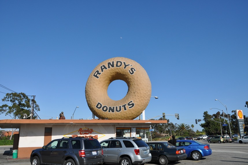 Inglewood, CA : Randys Donuts famous icon Inglewood and Manchester
